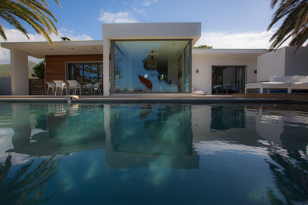 A « Californian » waterfront house in Corsica - REF 63