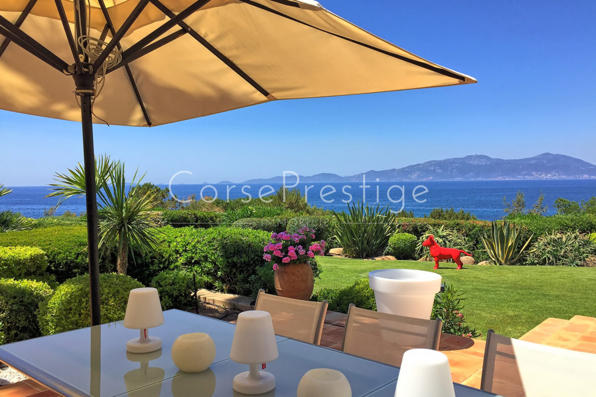Luxurious-seafront property-4