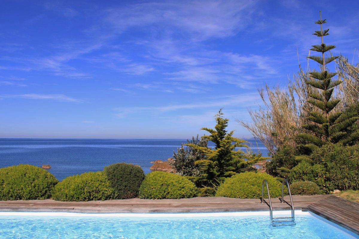 Villa pieds dans l'eau - Rive sud du golfe d'Ajaccio - Ref M09