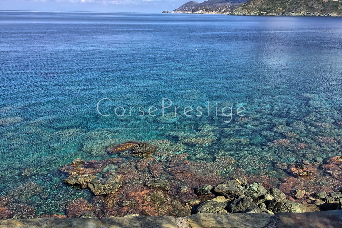 waterfront-house-in-corsica-4
